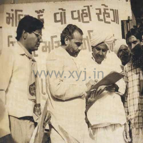 A very rare pic of Narendra Modi