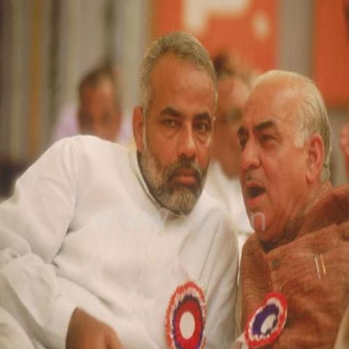 Narendra Modi with Madan Lal Khurana