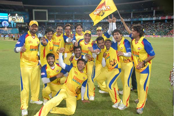 Chennai Rhinos Winning Moment pic CCL Season 1 Winner Image