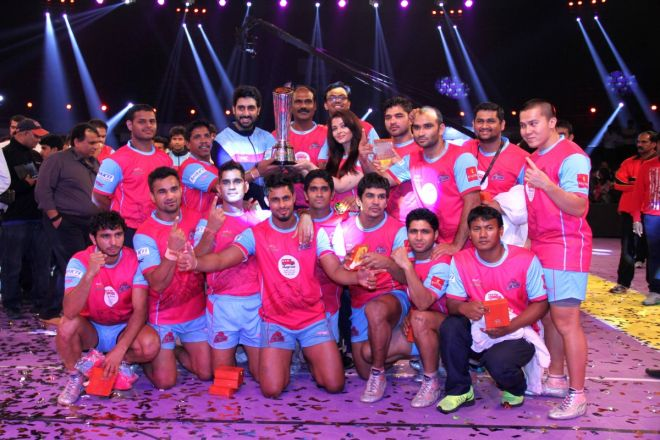 Jaipur Pink Panthers won the season 1 image with abhishek and aishwaraya rai bachhan