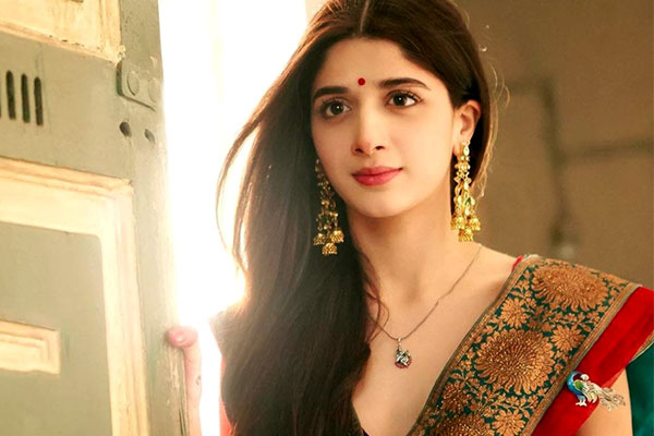 List of Top 10 Best Popular Pakistani Actress Name in Bollywood Movies with Images