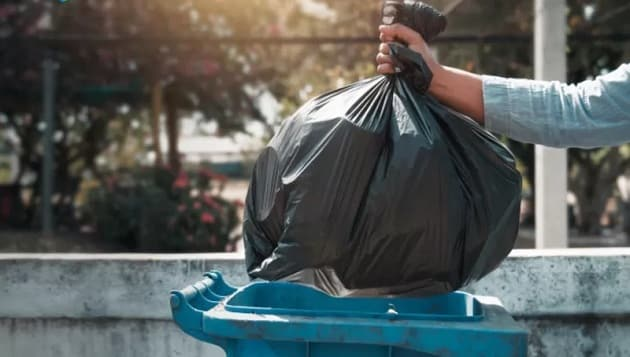 What are the different coloured garbage bags?